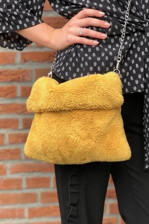 Hip-Peace bag fake fur okergeel
