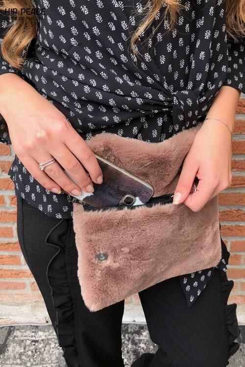 Hip_peace bag fake fur taupe